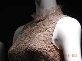 Sleeveless Lace top. The qute lace collar gives the top an airy feel.