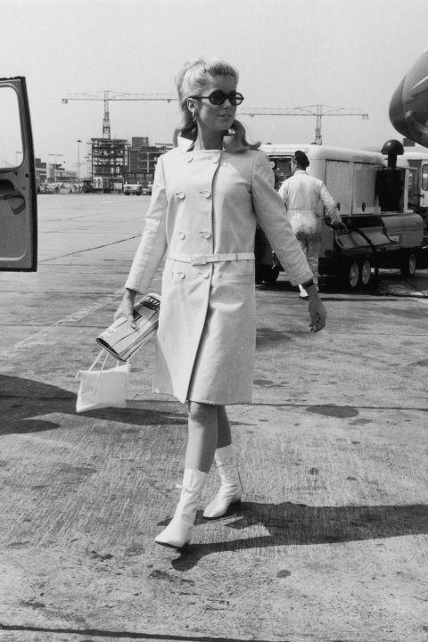 Hapars Bazaar Fashion Flashback-1965-catherine-deneuve