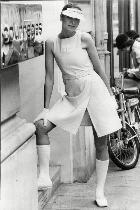 Hapars Bazaar Fashion Flashback-courreges-1972-rexusa